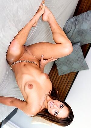 Sara Luv