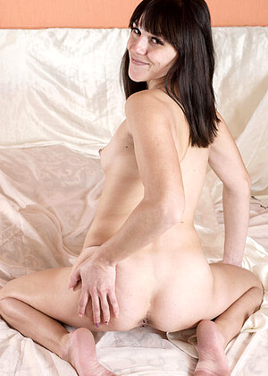 Yasmin B