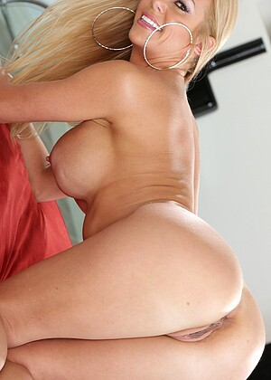 Alexis Fawx